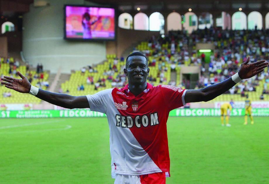 Ibrahima Touré, ci-dessus après son deuxième but inscrit contre Arles-Avignon, enchaîne les buts. Le Stade Louis-II tient son buteur.