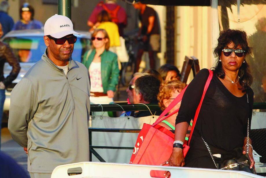 Denzel Washington et son épouse Pauletta ont profité de la douceur de l'automne tropézien pour déambuler, incognito, hier en fin de journée.