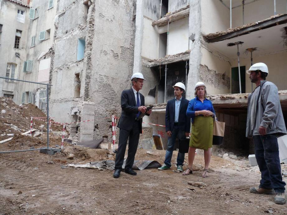 « Nous allons faire entrer le soleil dans la ville », s'est réjoui Hubert Falco, aux côtés d'Hélène Audibert, son adjointe. Plusieurs bâtiments ont déjà fait l'objet d'un « curetage », afin d'étendre la place, entourée des futurs logements de l'îlot Baudin.