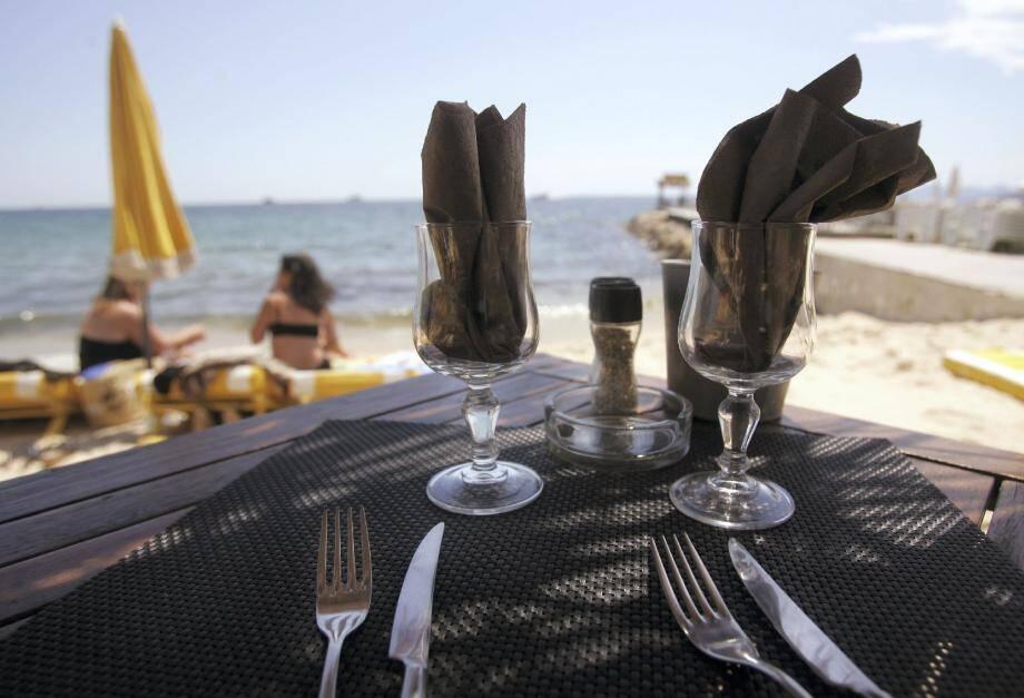 « À force de créer des restaurants de plage, ne va-t-on pas à l'encontre du but recherché ? », se demande Claude Maupeu, adjoint aux finances.