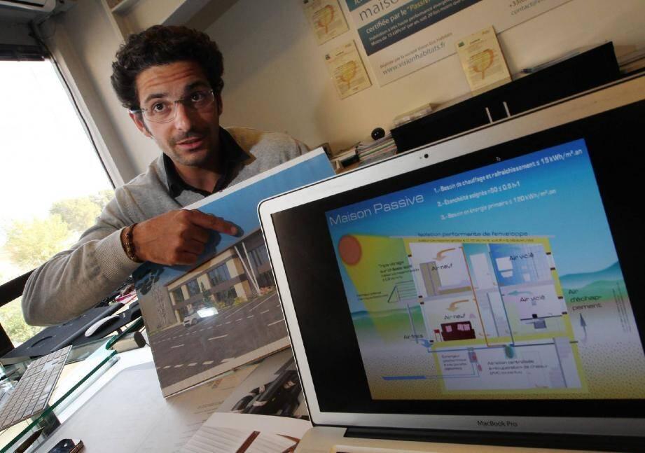 Philippe Axmann, 29 ans, a déjà construit 13 maisons et bâtiments passifs en Paca depuis 2009.
