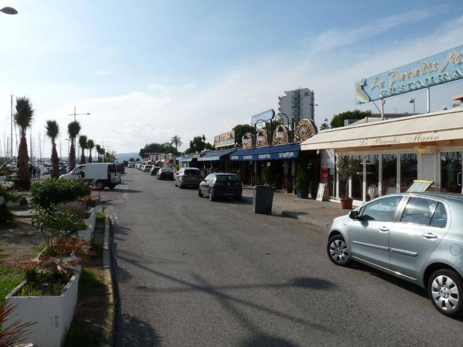 Le stationnement payant n'est sans doute pas la seule cause de la baisse de clientèle. Mais les commerçants réclament un aménagement des tarifs pour aider la clientèle à revenir et pour remplir davantage le parking barriéré.