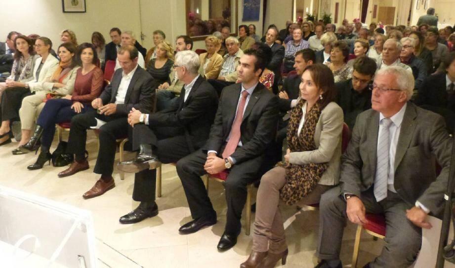Cent-dix personnes ont assisté à la réunion de quartier au Jardin exotique, ce mardi.