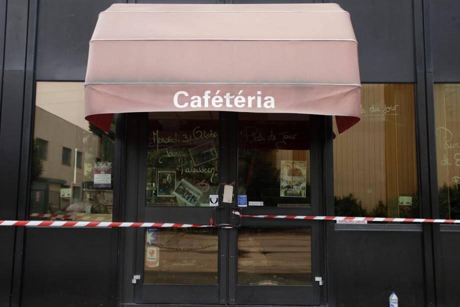C'est dans ce restaurant de la zone industrielle laurentine qu'un homme a fait feu sur Yannick.