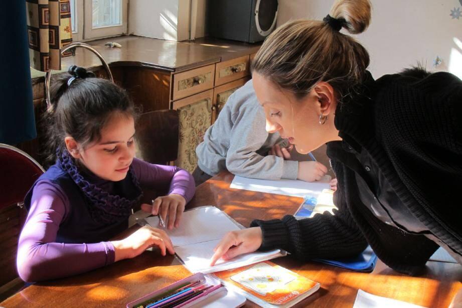 Une séance de soutien scolaire dans la ludothèque de Mission Enfance à Yerevan. En donnant, vous contribuerez à tirer de la misère des milliers d'enfants en Arménie. La situation actuelle est particulièrement délicate pour eux en ce moment, ainsi que pour les personnes âgées.(DR)