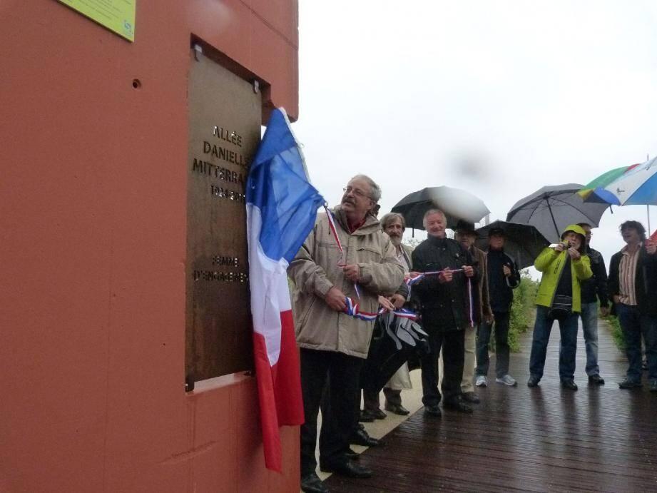 Fraîchement réaménagée, l'allée centrale du parc Braudel porte désormais le nom de Danielle Mitterrand.