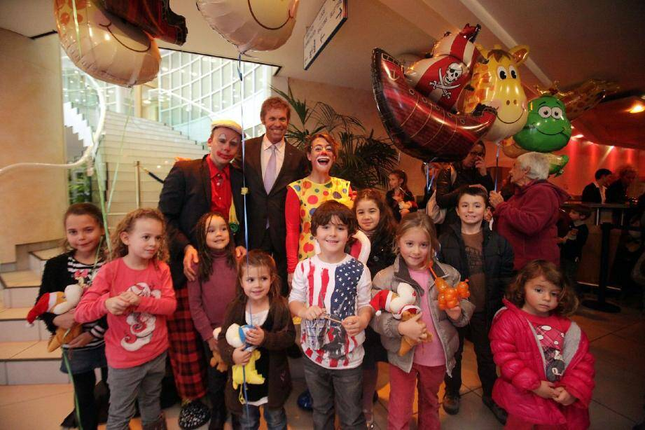 Une séance récréative articulée autour des « clowneries » s'est tenue hier à la salle du Canton. Pour le plus grand bonheur des enfants monégasques, conviés au spectacle.