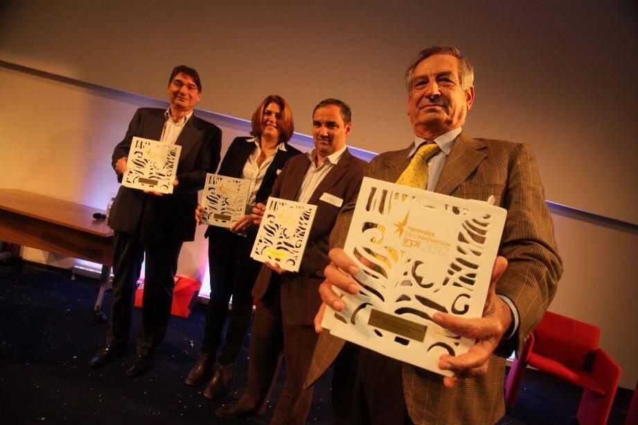 Les lauréats : Michel Riveill, directeur du laboratoire I3S ; une représentante de Capsum, Hervé Groux d'immunosearch et le patron de Xeda Alberto Sardo.