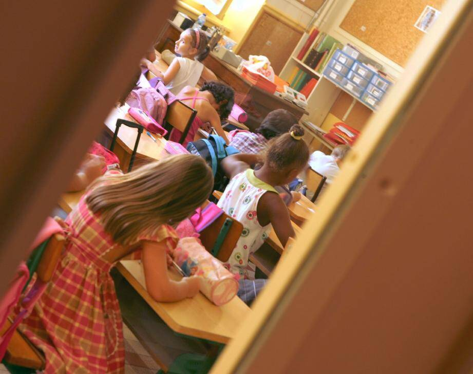 La réforme annoncée des rythmes scolaires, si elle a peu à peu perdu de vue ses objectifs initiaux, continue de faire l'unanimité contre elle.