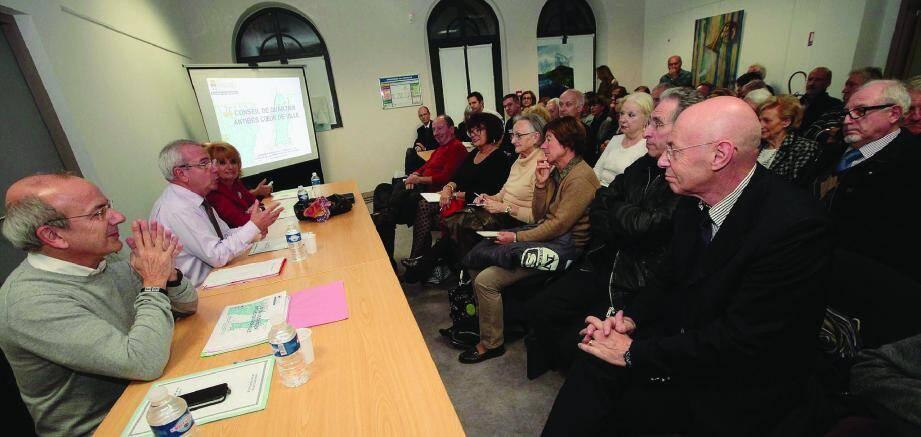 Le projet envisagé, et maintenant ouvert à discussion, a été présenté par le maire.