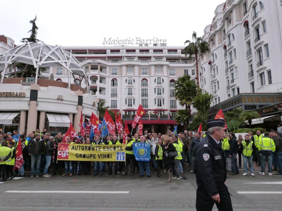 Entre 150 et 200 manifestants hier, sur la Croisette.