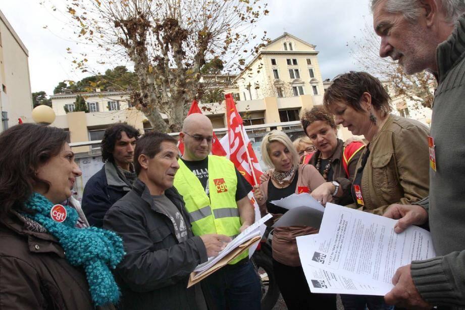 Hier, à Sainte-Marie, les syndicats ont débriefé cette nouvelle journée d'action qui a rassemblé près de 200 personnes devant l'hôpital.