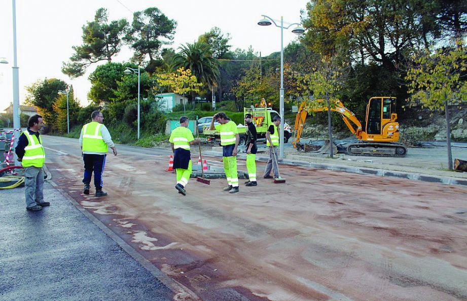 La route RD 2085 a été fermée dès l'incident jusqu'à 17heures.