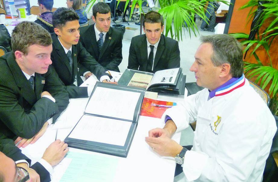 Top chrono! Jean-Claude Brugel, le chef de cuisine du Café de Paris a eu six minutes pour présenter son métier et raconter son parcours professionnel à ce groupe d'élèves, de 1re bac pro.