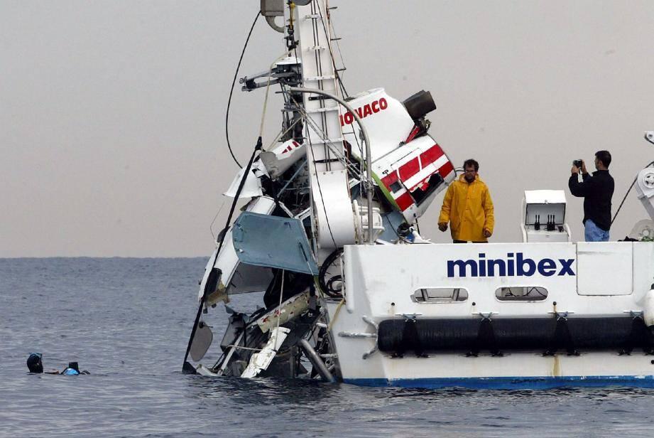 A 293 mètres de fond, un bateau de la Comex avait retrouvé l'épave disloquée de l'hélicoptère.