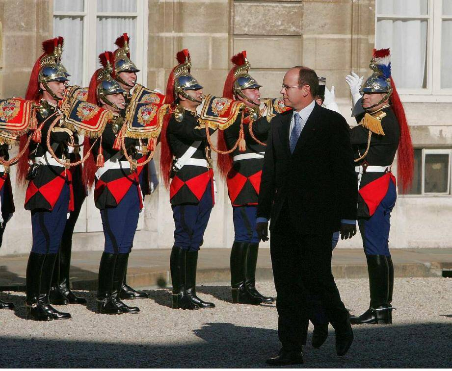 En 2005, le prince Albert II s'était rendu au palais de l'Elysée, à Paris, pour y rencontrer le président Jacques Chirac.