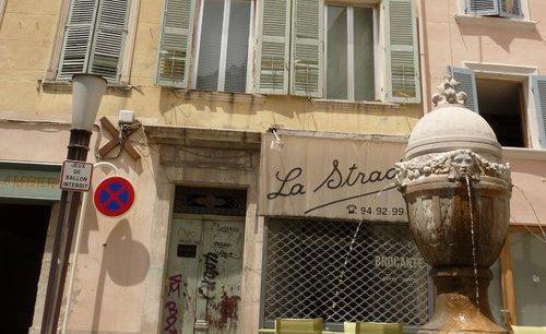 C'est dans cet immeuble du centre-ville, près du port, que vivait Nabil Amdouni.