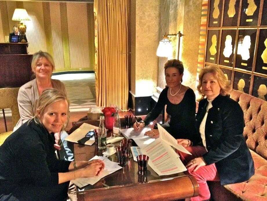 De gauche à droite, Vibeke Thomsen, Hilde Haneuse-Heye, Celina Lafuente de Lavotha, responsable de communication de Femmes Leaders Monaco et Fabienne Guien.