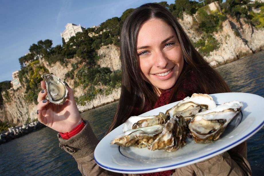 C'est au pied de la falaise du palais princier que ces huîtres, équivalant à la qualité des spéciales n° 3, bénéficient d'une eau pure et bourrée de plancton.