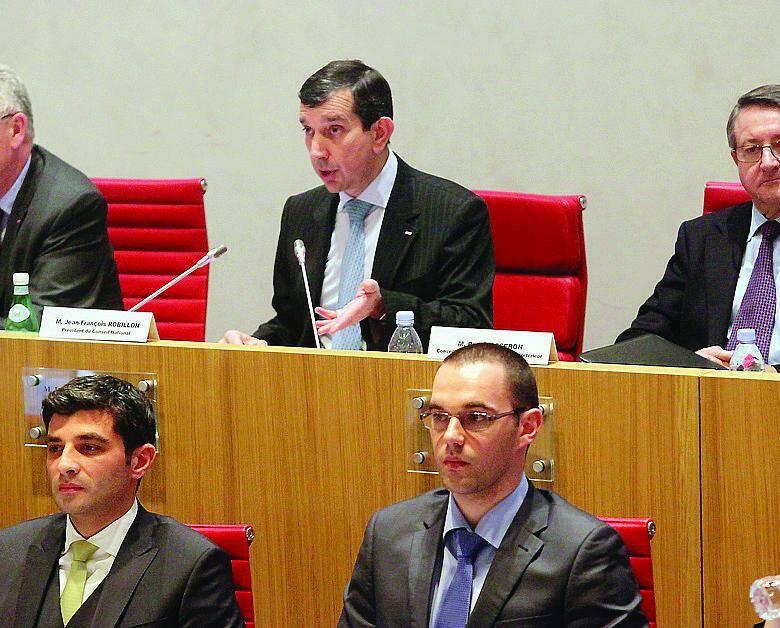 Budget voté à 13 voix « pour » et 7 abstentions venues de l'opposition.