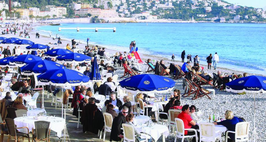 Avec une météo favorable, les professionnels du tourisme espèrent que la clientèle étrangère ne quittera pas trop vite nos rivages et nos montagnes.