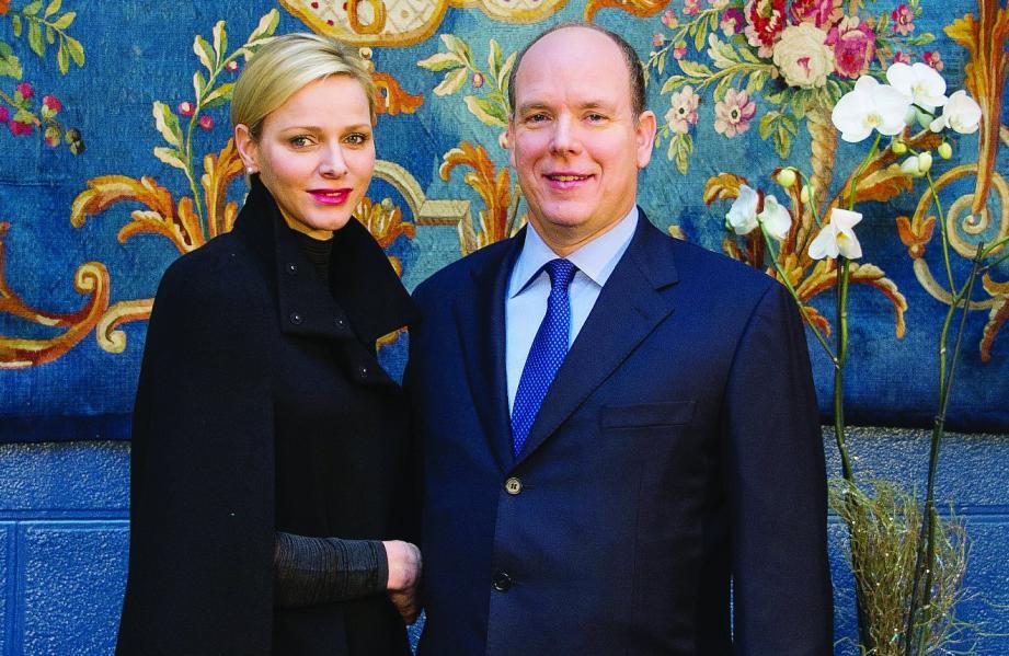 Le prince Albert II et la princesse Charlène dans la salle des Gardes.