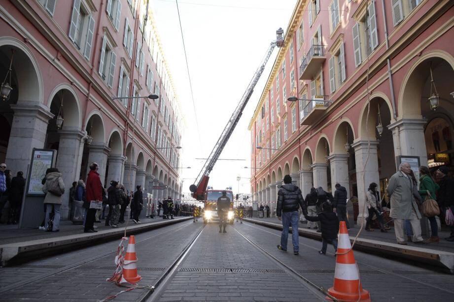 L'intervention des pompiers a entraîné la suspension du trafic du tramway.