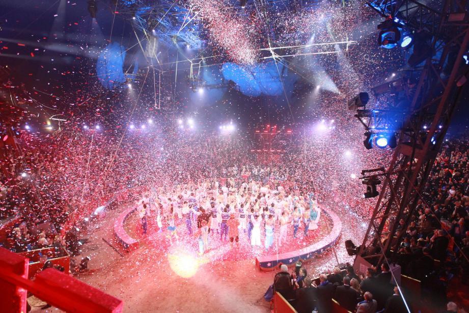 Le chapiteau prêt pour les soirs de gala… Le Festival international du cirque démarrera dans quelques jours.