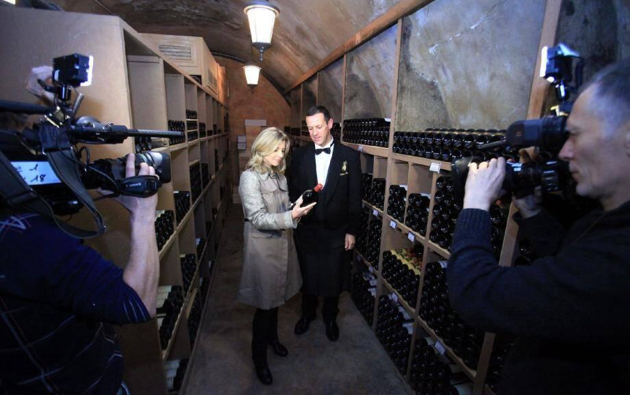 Avant la diffusion du documentaire de 90 minutes, l'équipe de Zone Interdite a tourné dans les lieux les plus secrets de la Principauté. Ici, dans les caves de la SBM, situées dans les sous-sols de l'Hôtel de Paris, avec Patrice Frank, chef sommelier.