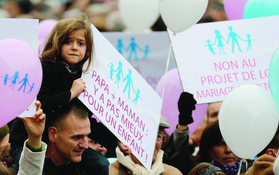 Le 17 novembre, un premier défilé national avait rassemblé à Paris entre 60 000 et 150 000 personnes. Les organisateurs espèrent être encore plus nombreux aujourd'hui.