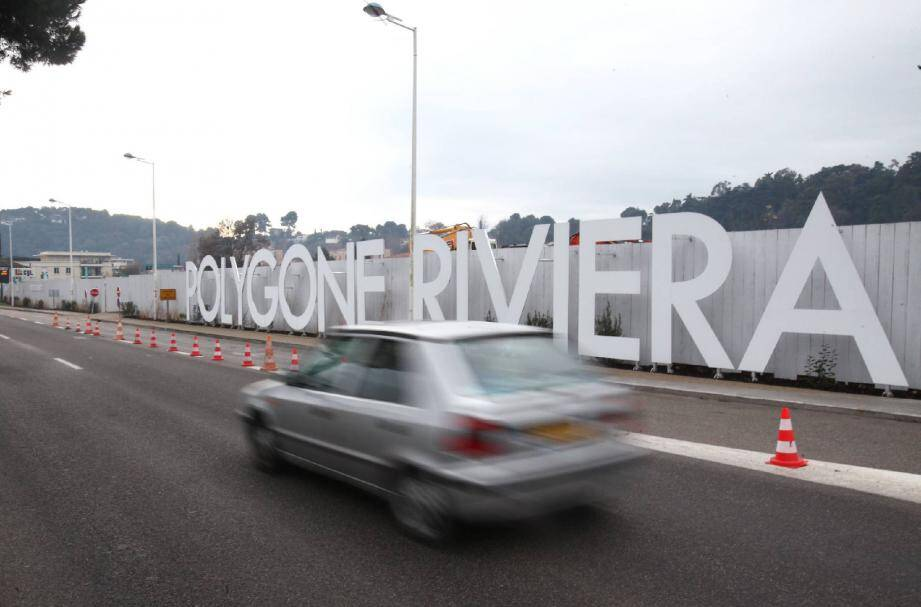 Peu de mouvement de tractopelle derrière les palissades... Mais en coulisses, c'est une joint venture de poids qui vient de se constituer pour porter le projet Polygone Riviera.