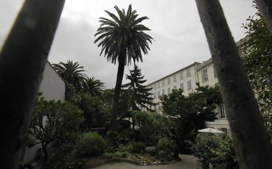 A la place de l'ancien pensionnat pour filles, le bâtiment rasé laissera place à un programme de 28 logements et 620 m2 de bureaux.