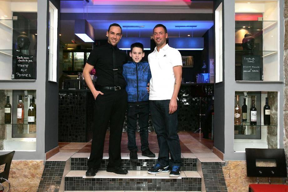 « Nous avons une vie de famille normale » , explique Ludovic Seidita, qui élève le petit Lucas avec son compagnon Frédérick Aires.