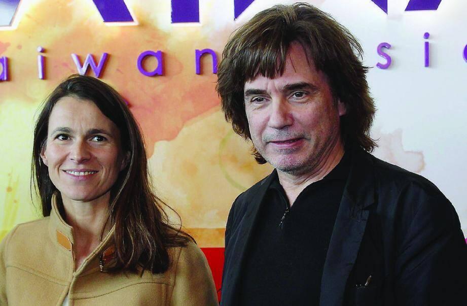 Aurélie Filippetti - ici au côté du compositeur Jean-Michel Jarre - a rappelé, hier, que « le maintien des aides doit être considéré comme un effort significatif ».