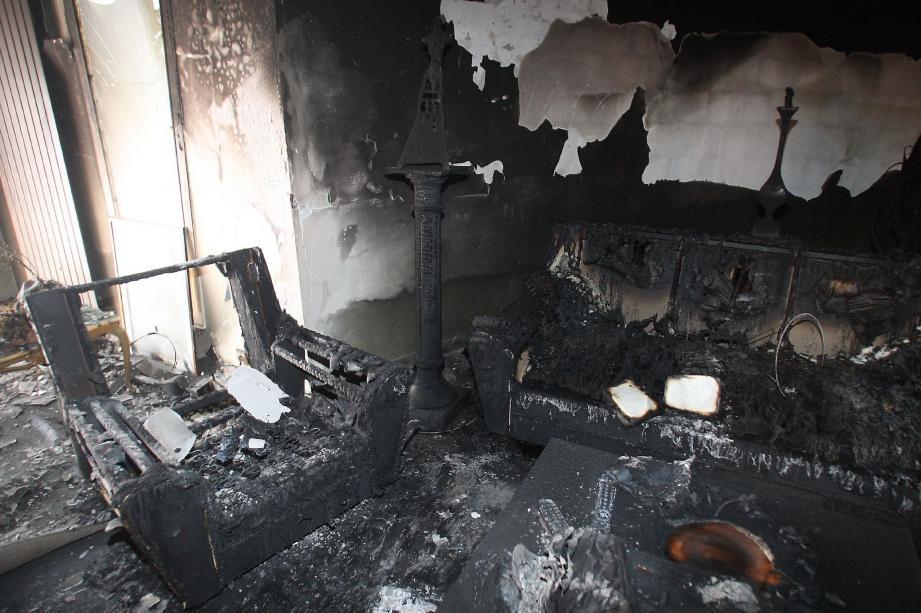 Le séjour de la résidence secondaire de Stéphane Valeri a été dévasté par l'incendie criminel de vendredi matin.