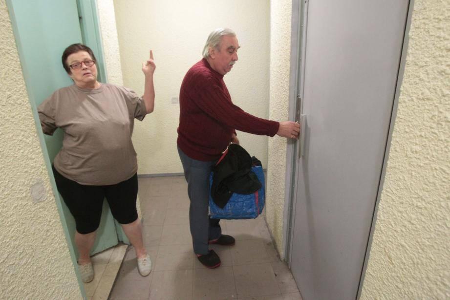 Daniel et Mireille Florio vont devoir patienter avant de descendre les 7 étages avec le nouvel ascenseur.