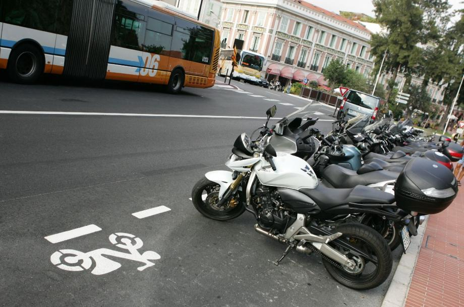 3 000 e d'amende pour avoir heurté un scooter en stationnement et avoir pris la fuite.