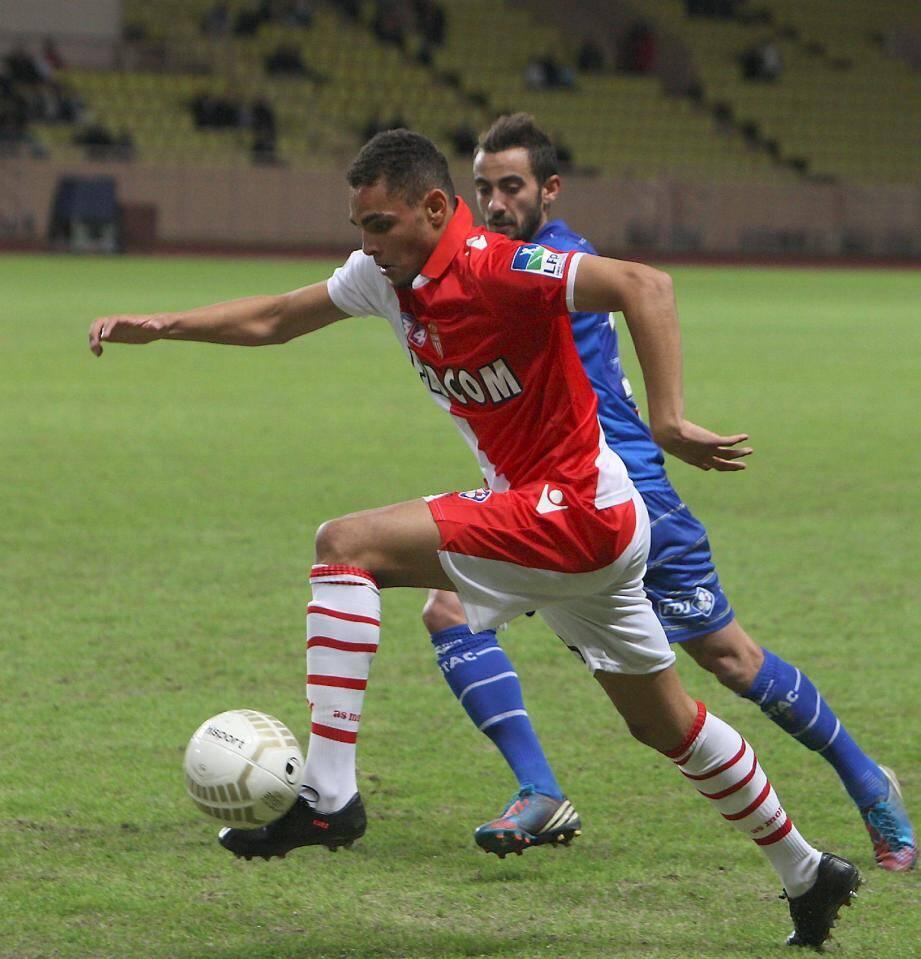 Layvin Kurzawa (ici contre Troyes en coupe de la Ligue) rêve de monter en L1 avec l'ASM. (Ph. E. Dulière)