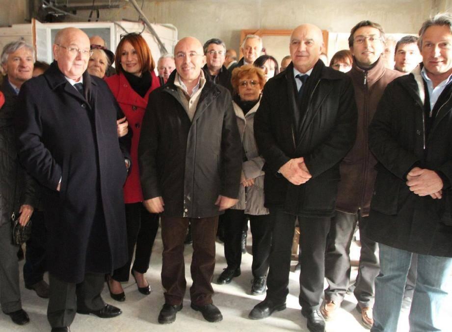 De gauche à droite, Gérard Manfredi, maire de Roquebillière ; Eric Ciotti, président du conseil général ; Jean Thaon, maire de Lantosque ; Philippe Maddalena, directeur des hôpitaux de la Vésubie ; Georges Dikansky, l'architecte de la structure hospitalière.
