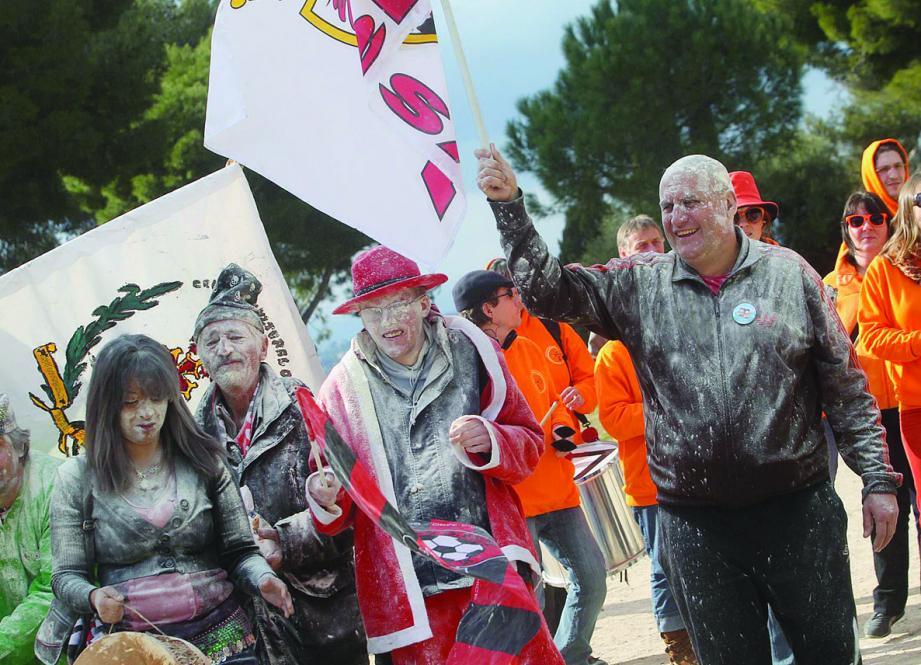 Un vent de douce folie a soufflé hier après-midi sur le plateau sportif du Château lors du carnaval indépendant organisé par le centre culturel occitan « Pais nissart e alpenc ».