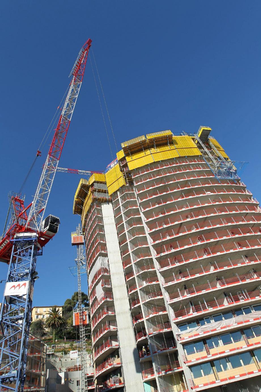 La tour Odéon, en pleine construction à l'est de la Principauté de Monaco, comptera plus de 200 appartements.
