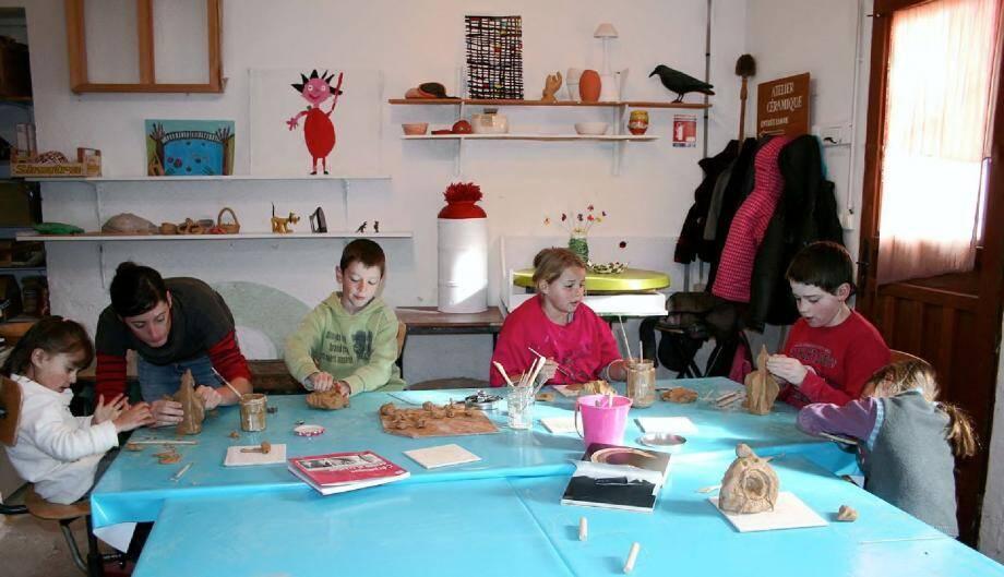 La participation aux ateliers est toujours un moment privilégié pour les enfants.