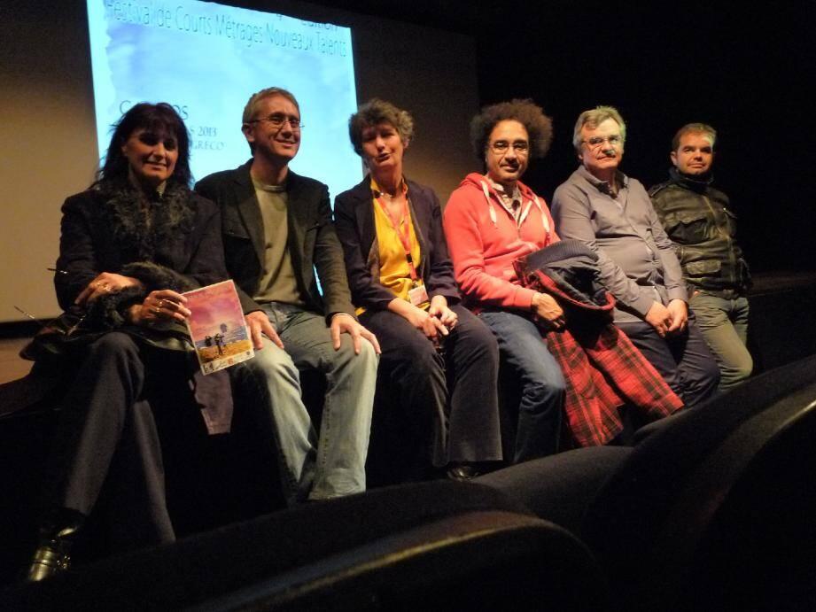 L'équipe de Cinemator autour de Brahim Fritah (en rouge), le président du jury.