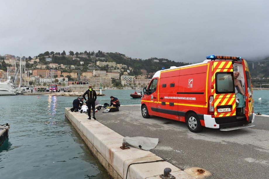 Un automobiliste âgé de 90 ans a perdu la vie, hier en fin d'après-midi, en tombant dans le vieux port de la cité au volant de sa Citroën blanche.