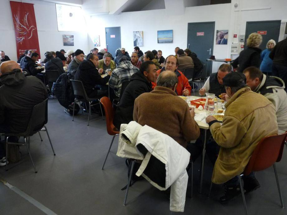 Dans ses nouveaux locaux rue des Mimosas, l'association J'avais faim sert des repas chauds aux plus démunis.