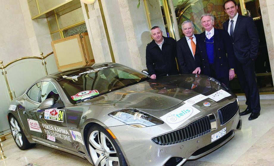 Le pilote Jean-Pierre Ballet est venu présenter la voiture Fisker qui est exposée dans le hall du Café de Paris.