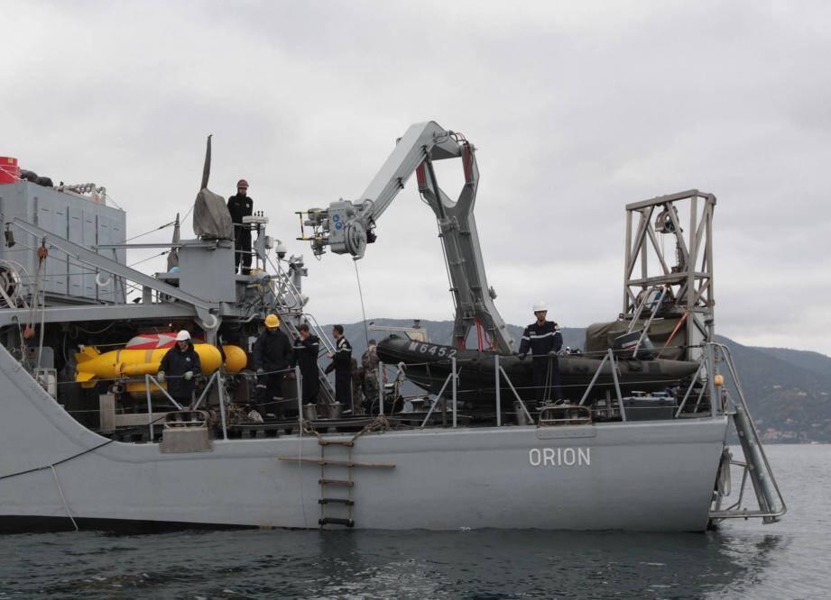 """Le chasseur de mines """"Orion"""" a mené ce vendredi matin une opération de déminage au sud du cap Bénat, à Bormes-les-Mimosas dans le Var."""