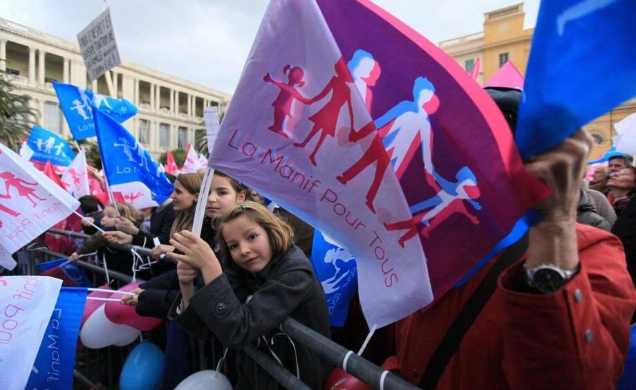 Manifestation des opposants au Mariage pour tous place Pierre-Gautier à Nice.