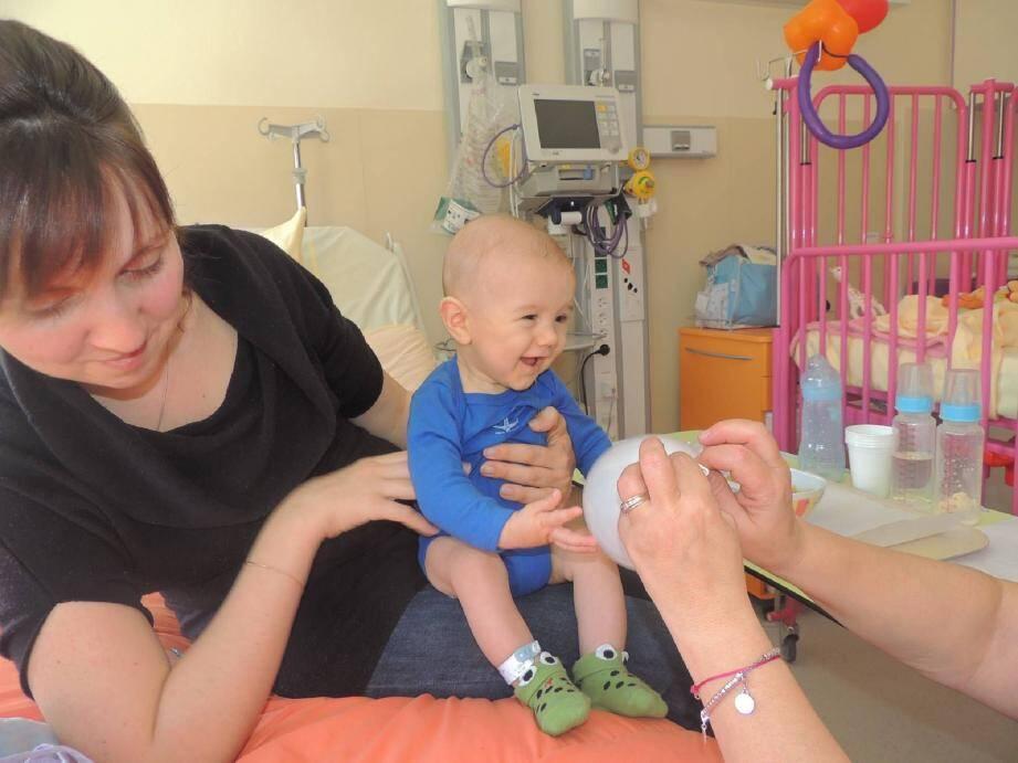 Les Smileys apportent des sourires à l'hôpita - 20623854.jpg