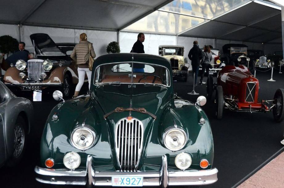 Laquelle de ces 22 élégantes voitures sélectionnées remportera cet après-midi le prix Lalique-Eberhard ?